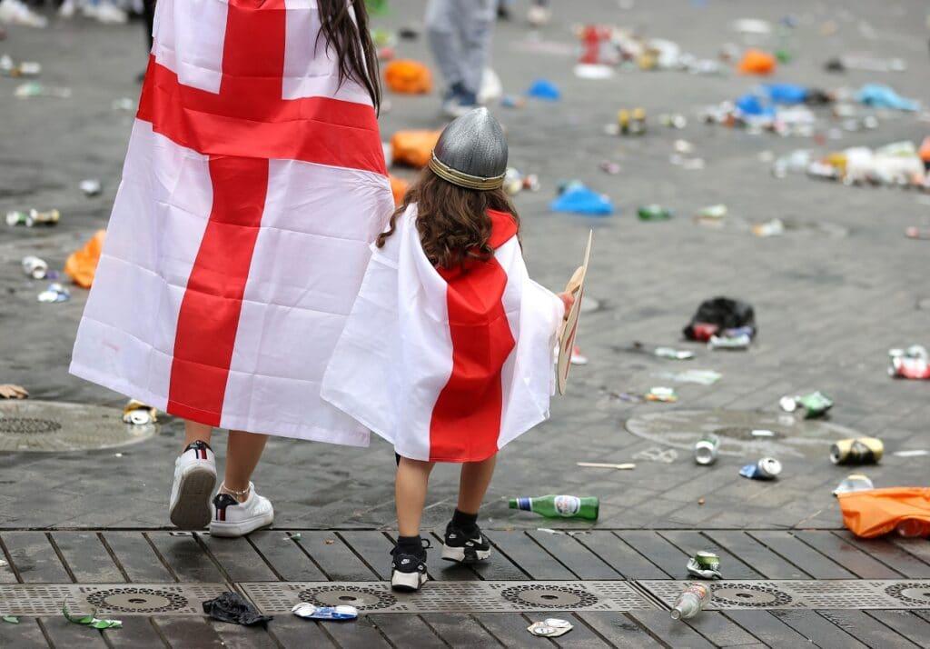 Zničení fanoušci Anglie